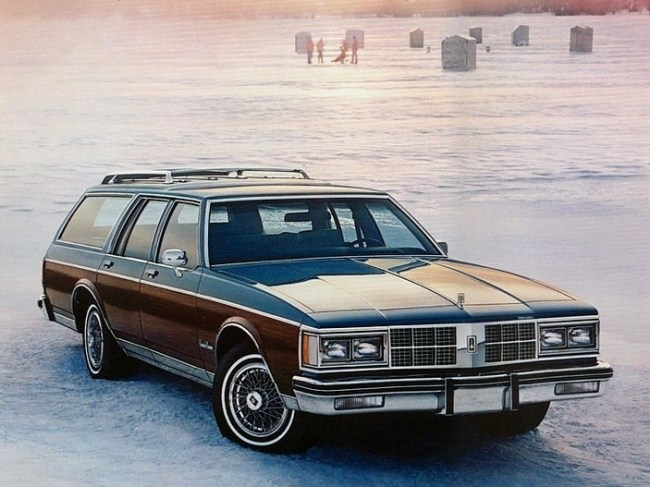 1988 oldsmobile custom cruiser hail the traditional american 1986 custom cruiser the sedans and coupes shrunk the wagon most certainly did not freerunsca Gallery