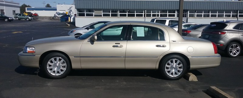Retro Road Test 2011 Lincoln Town Car Signature Limited The Last