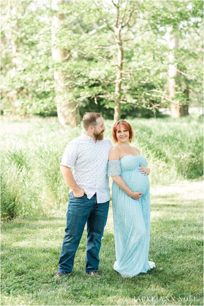 Inspiration for a summer maternity session at St. Louis Forest Park Grand Basin by Jackelynn Noel Photography