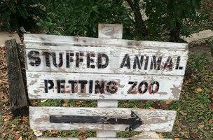 Petting zoo sign