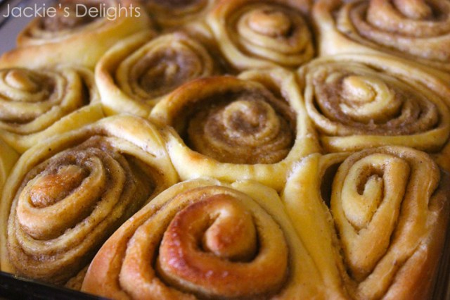 pumpkin cinnamon rolls.1