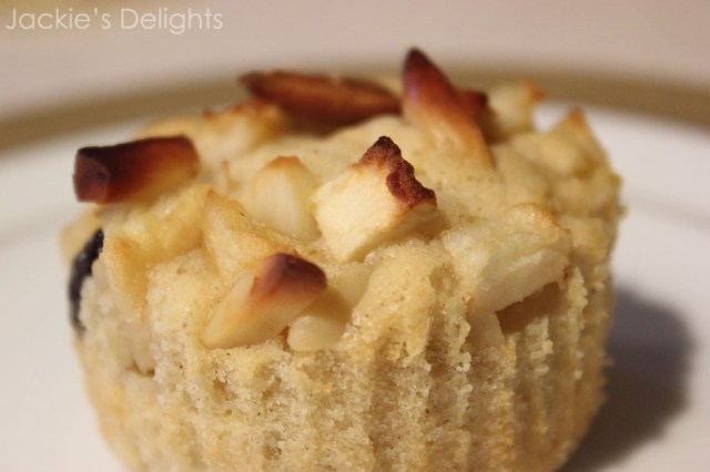 baked apple muffins.3