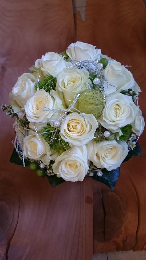 Ganz in weiss-  Der schönste Tag mit Jackis Blumen