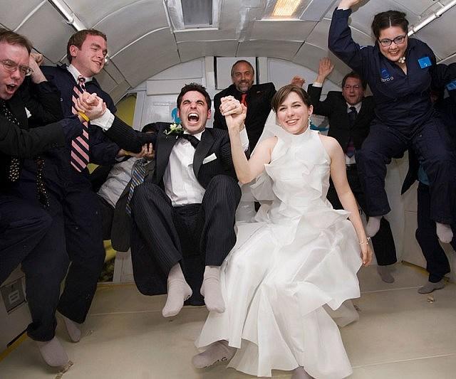 Pernikahan Unik Anti Gravitasi
