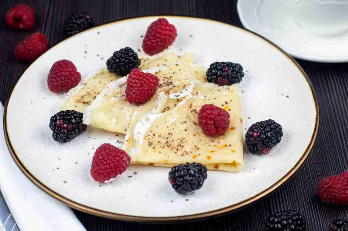 Vegan crepes with Raspberries & Blueberries