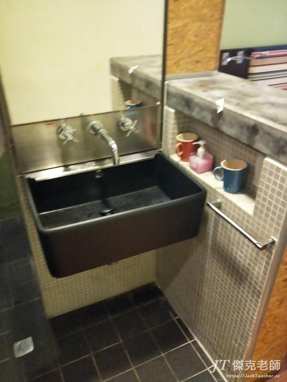 Y旅舍客房的盥洗台