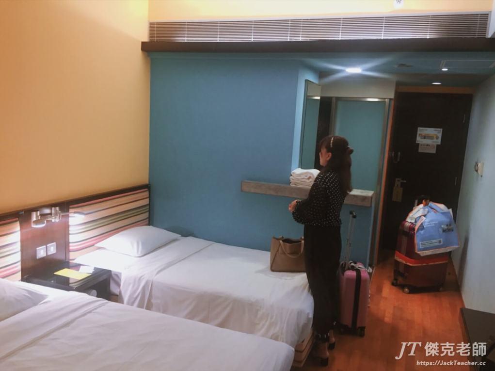 Y旅社客房的床舖配置,有兩張床喔!