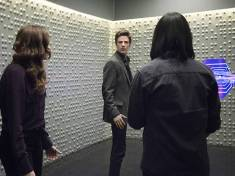 "The Flash -- ""The Trap"" -- Image FLA120A_0313 -- Pictured (L-R): Danielle Panabaker as Caitlin Snow, Grant Gustin as Barry Allen and Carlos Valdes as Cisco Ramon -- Photo: Dean Buscher/The CW -- © 2015 The CW Network, LLC. All rights reserved"