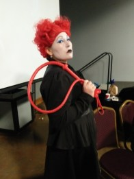 A Queen of hearts Cosplayer
