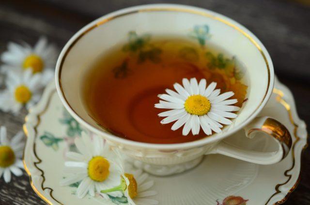 Healing-Teas-Known-To-Treat-Nausea-Sickness-chamomile-tea