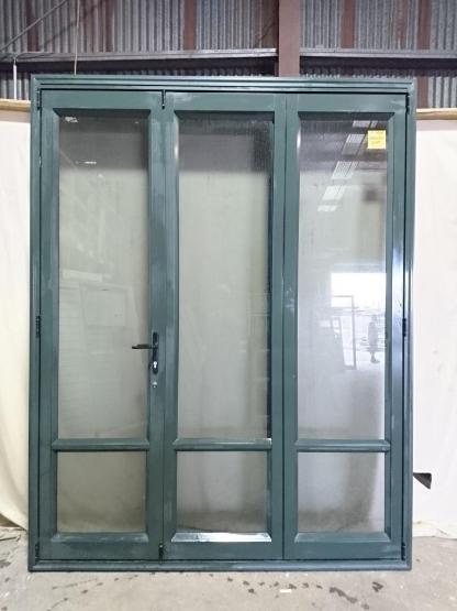 Karaka green aluminium three leaf bi-fold door