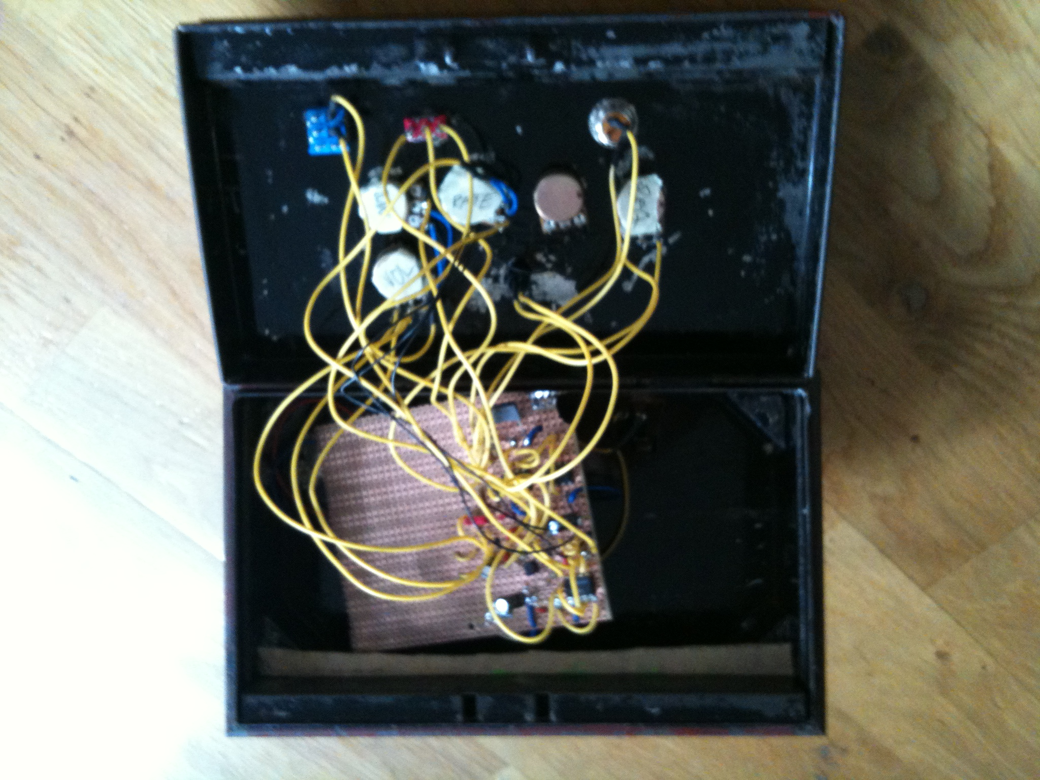 How To Make Your Own Diy Dub Siren Wiring Guitar Jack Socket Inside The Box A Mess