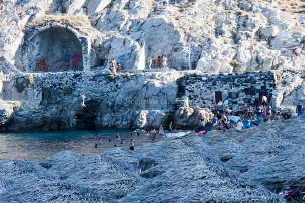 Jumping off Cliff on Kamari Beach_Santorini