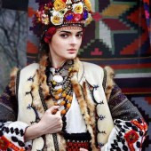 ukrainian-women-are-reviving-these-amazing-traditional-flower-crowns-1855328-1470071916-640x0c