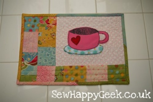 22 Adorable Free Mug Rug Patterns! - Jacquelynne Steves : quilted mug rugs free patterns - Adamdwight.com