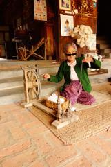 Grandma tissant le cotton
