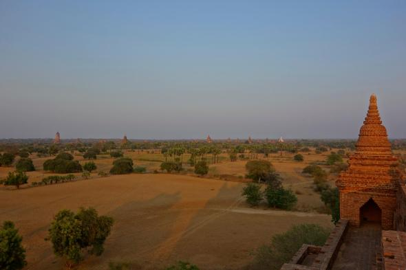 Sunset time from the terrasse of Pya Thar Gyat