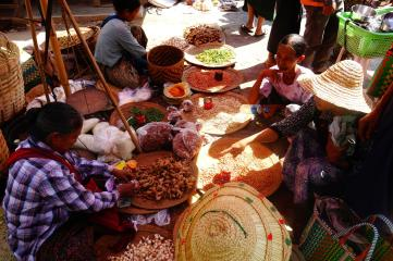Nyaungshwe market