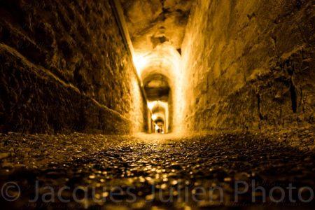 Tunnel des catacombes de Paris – Photo stock