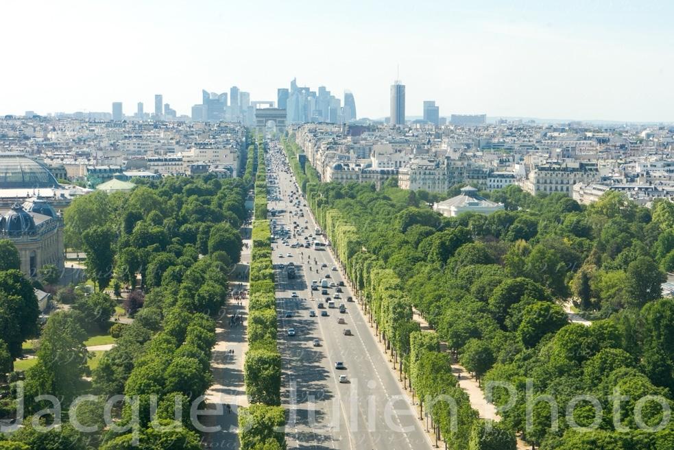 vue large avenue Champs Elysees