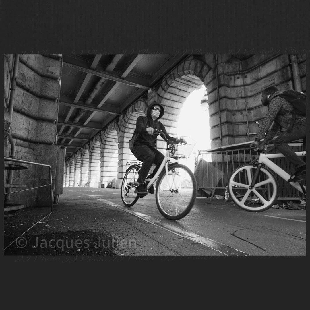 cyclistes photo de rue noir et blanc Paris 2020