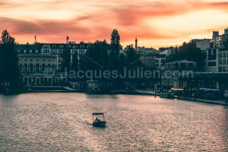 Couché de soleil sur le bassin de la Villette – Photo libre de droits