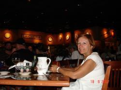 Céline dans un autre restaurant, cette fois-ci La Cucina.