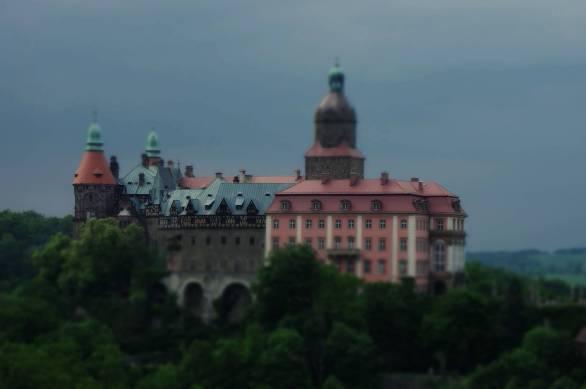 Zamek Książ został wybudowany w latach 1288–1292 przezksięciaświdnicko-jaworskiegoBolka I