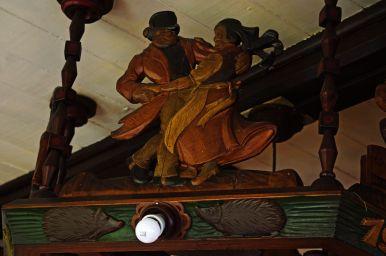 Niektóre elementy wyposażenia Morawskiej Boudy mają prawie sto lat. Ten żyrandol pochodzi z 1932 roku.