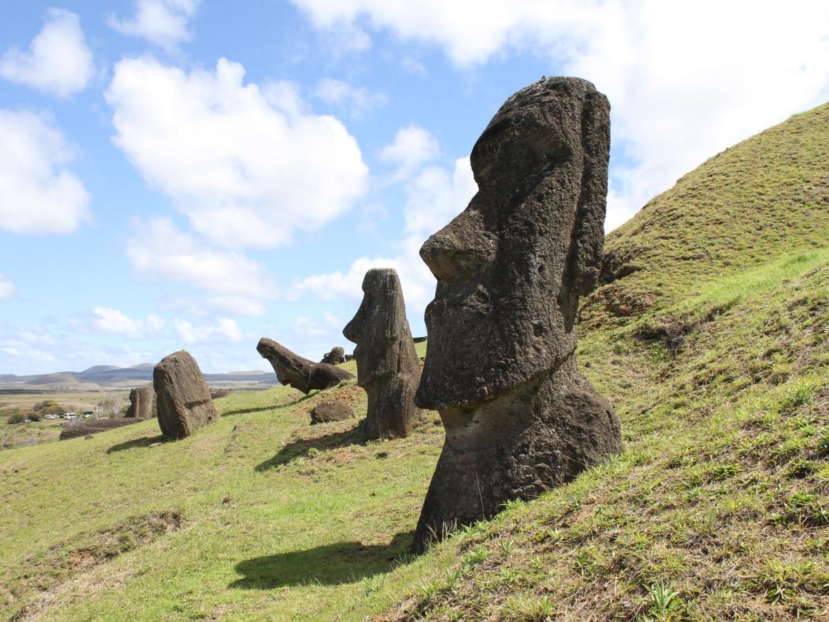 Easter island, cheap flights to Santiago