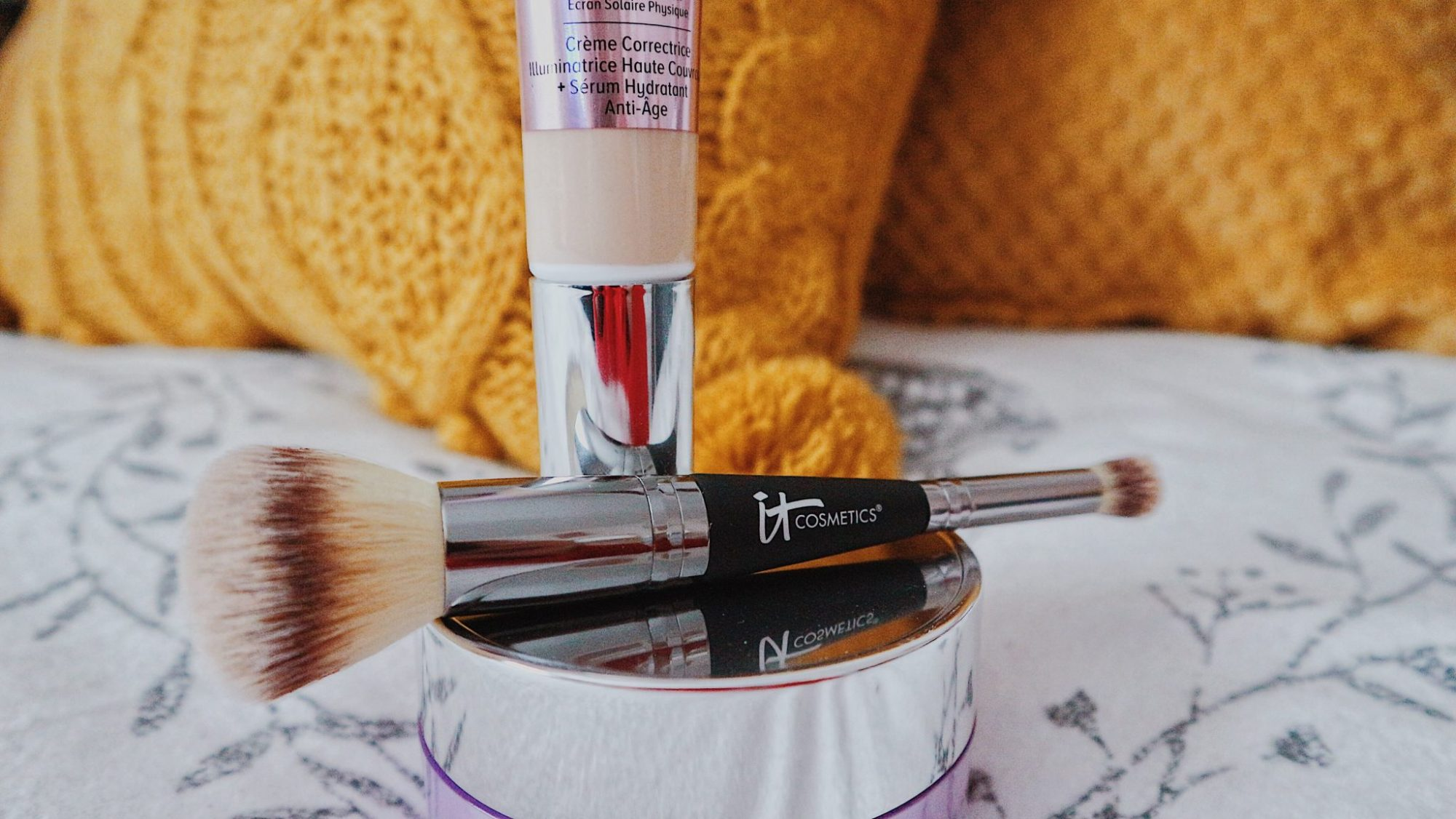 IT Cosmetics • Illuminating CC Cream • Dual Ended Makeup Brush • Buffing And Concealer Brush