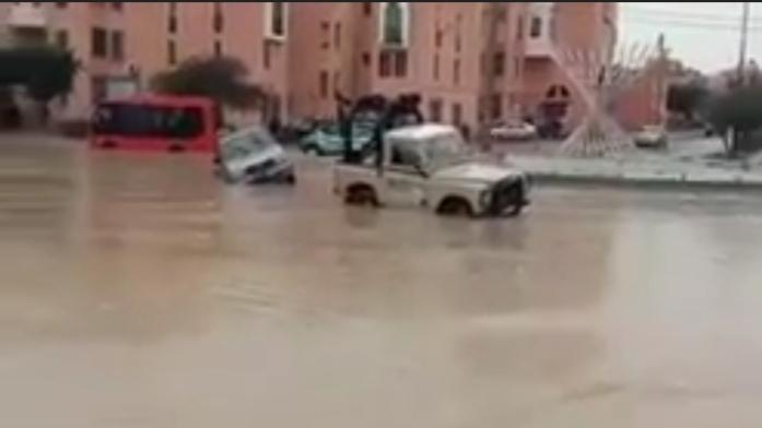 فيضانات تجتاح مدينة العيون وتكشف هشاشة الطرقات