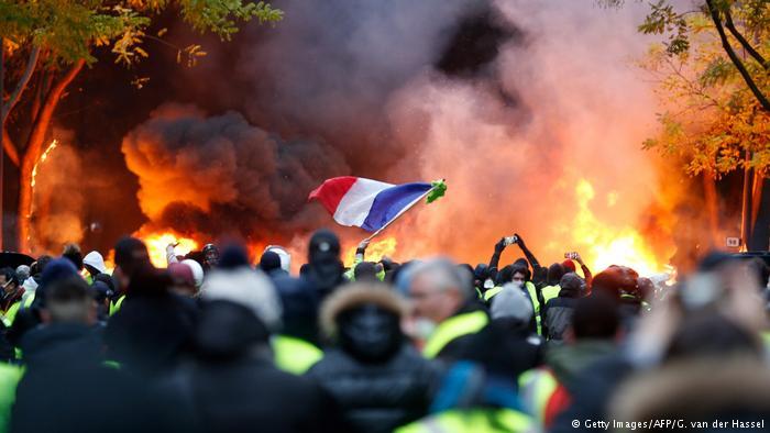 """الحكومة الفرنسية تنحني أمام احتجاجات """"السترات الصفراء"""""""