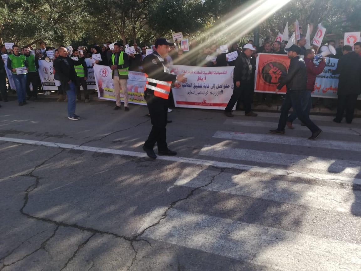 بالفيديو…ضحايا المنظومة التعليمية يحتجون أمام أكاديمية بني ملال
