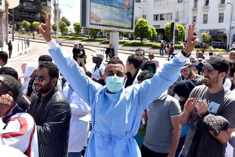 بعد الأساتذة..ممرضو وتقنيو المغرب يرفضون التعاقد ويصعدون في وجه وزارة الدكالي