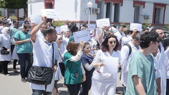 الأطباء يلتحقون بالاحتجاجات في الشوارع بداية أبريل