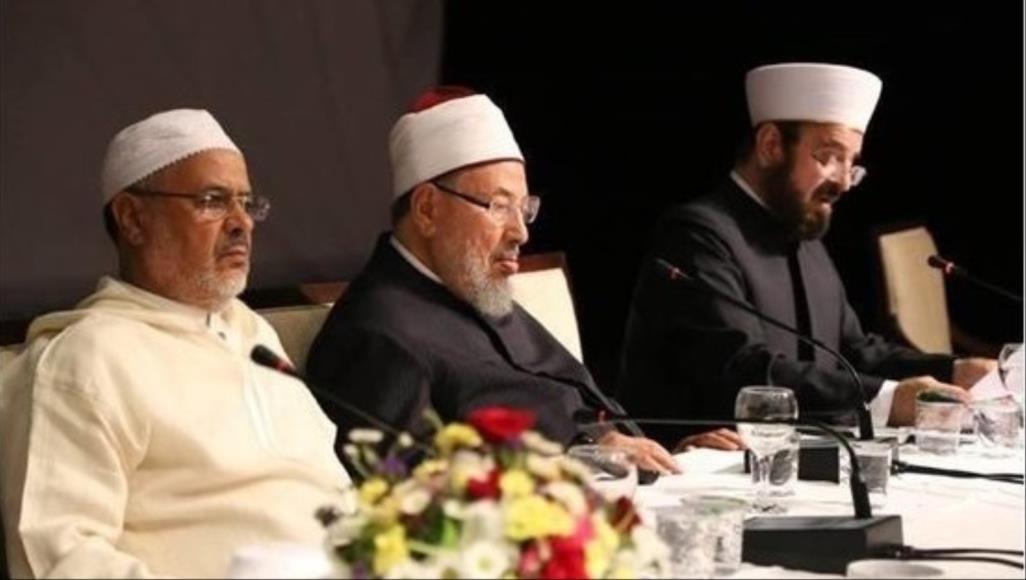 """اتحاد علماء المسلمين ينتقد مزج الآذان مع ترانيم المسيحية ويصف ذلك بالموقف """"الشاذ"""""""