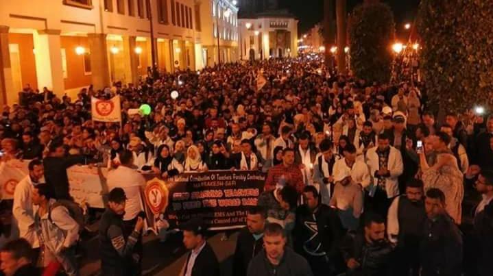 مسيرة الشموع لأساتذة «التعاقد» تضيء شوارع الرباط