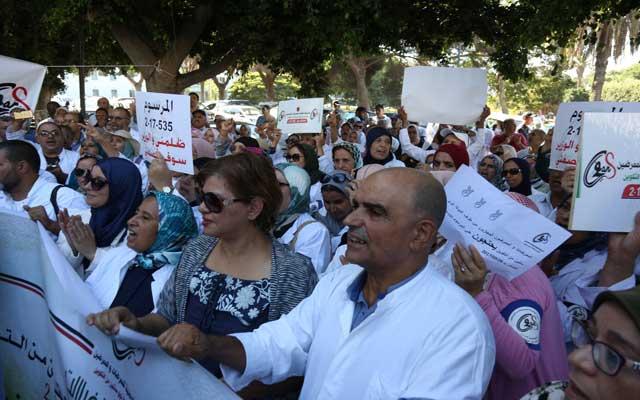 الممرضون يحتجون على الدكالي ويؤكدون: الحوار مع النقابات لا يعنينا