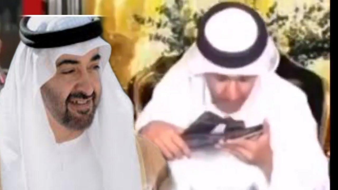 """بالفيديو .. مذيع """"يقبل نعل"""" ولي عهد الامارات محمد بن زيدان .. وهذا رد فعل الجمهور"""