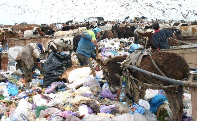 ساكنة تيزنيت تحتج على إنجاز مشروع مطرح النفايات