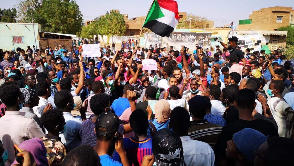 السودان.. الجيش يتبرأ من قتل المعتصمين ويتهم جهات مندسة