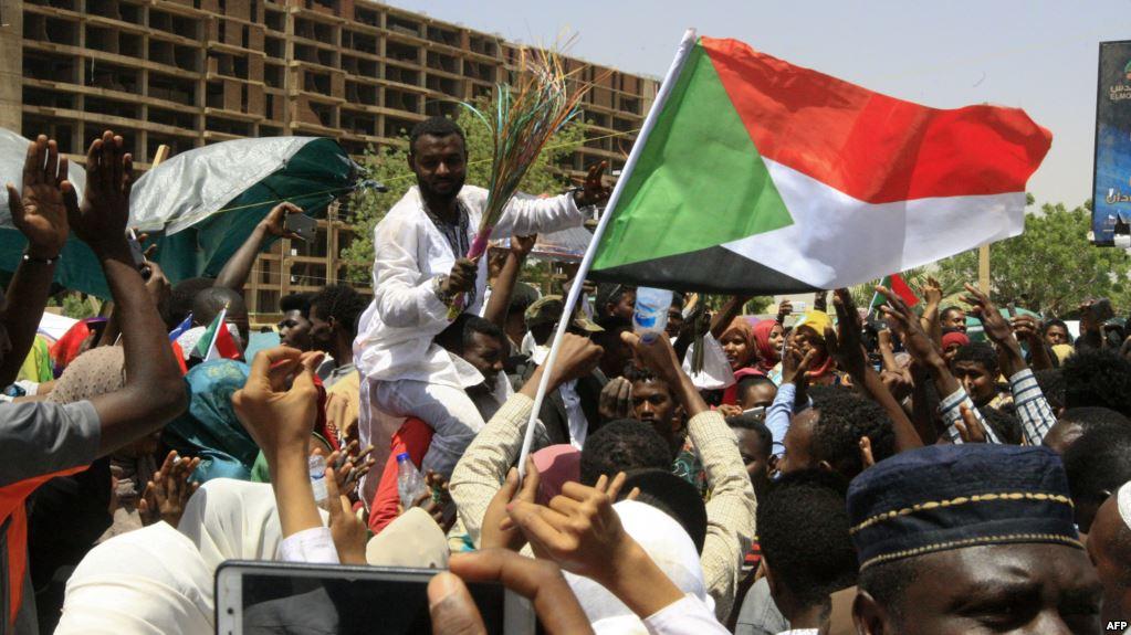 عسكر السودان أمام مليونية تسليم السلطة