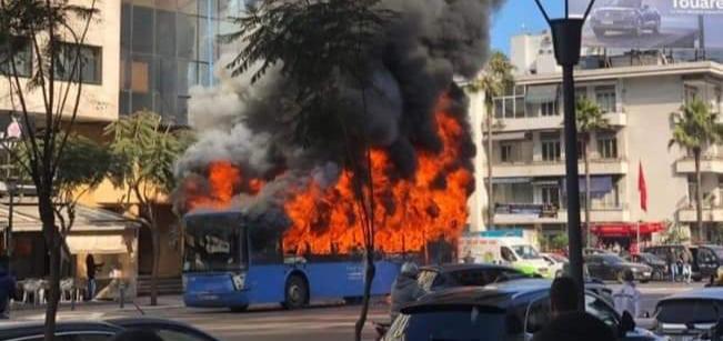 """حريق مهول يلتهم حافلة لـ""""نقل المدينة"""" بالدار البيضاء"""