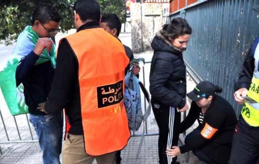 توقيف مشجع رجاوي اعتدى بالسلاح على أحد أنصار الوداد