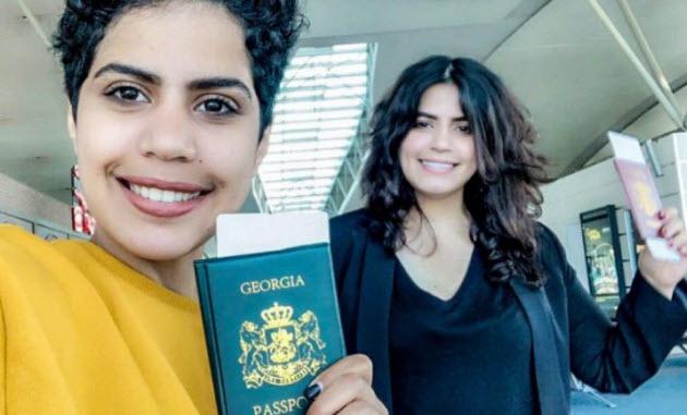 """الشقيقتان السعوديتان الهاربتان من بلدهما تغادران جورجيا لـ""""بدء حياة جديدة"""""""