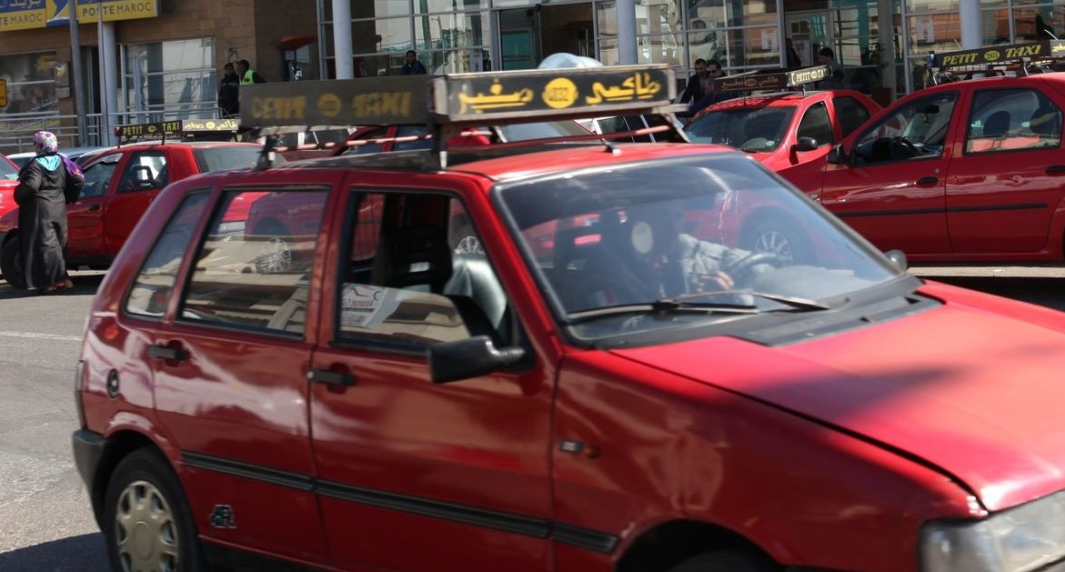 نقاش بين سائق طاكسي وزبون ينتهي بإرسال السائق إلى قسم المستعجلات