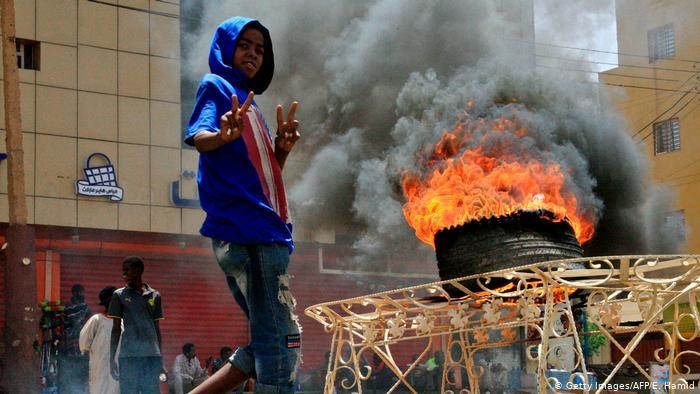 بعد قتل المتظاهرين.. تعليق عضوية السودان في الاتحاد الإفريقي