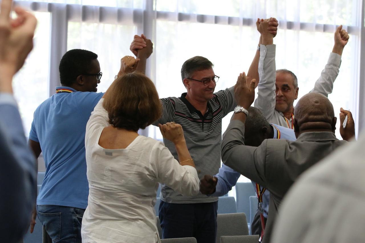 صور …يونس مجاهد رئيسا للفيدرالية الدولية للصحافيين ..حاز أصوات إفريقيا والدول العربية وجزء من نقابات أوربا وآسيا وأمريكا اللاتينية