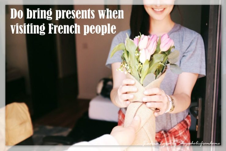 8-do-bring-presents-when-visiting-french-people